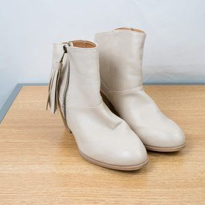 Qupid Cream Colored Zip Up Bootie Size 6.5 Tassle